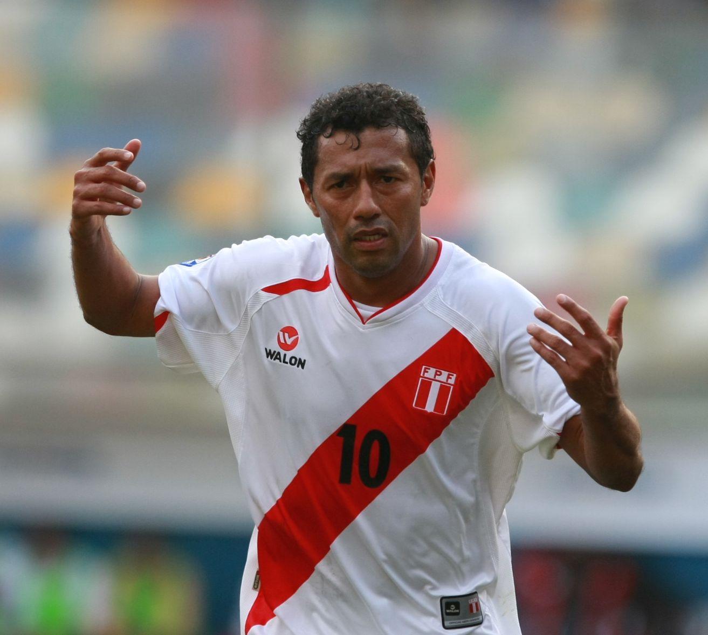 Cueva hace show y gol en triunfo de Sao Paulo