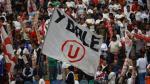 Hinchas de Universitario exigen salida de los Leguía con mensajes rumbo al Monumental - Noticias de liguilla b